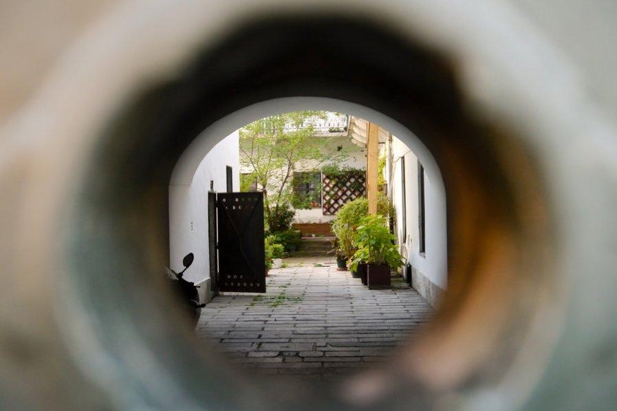 the_hole_by_lyubena-d55efuo
