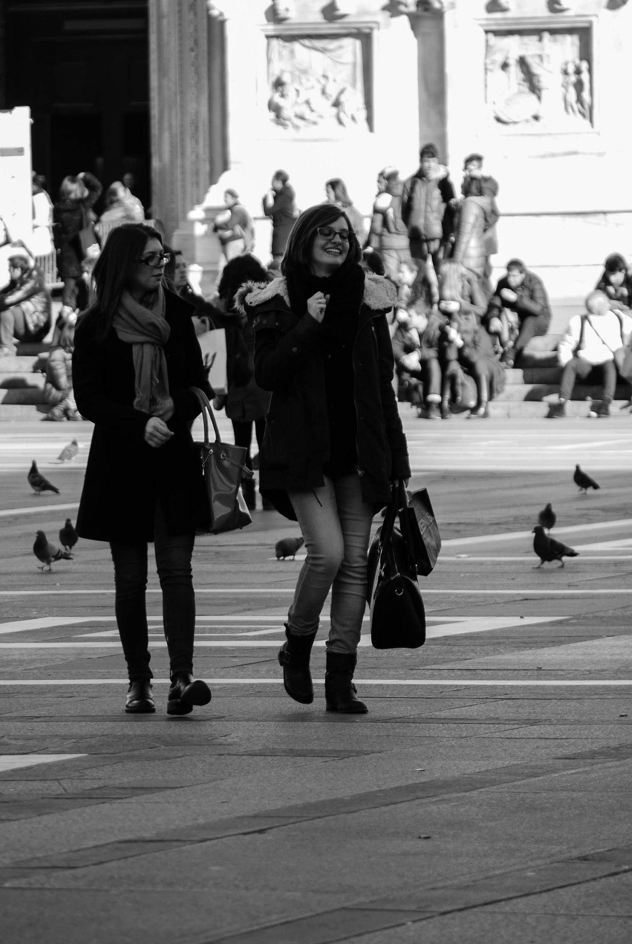 P1020760-2Getting around Duomo di Milano