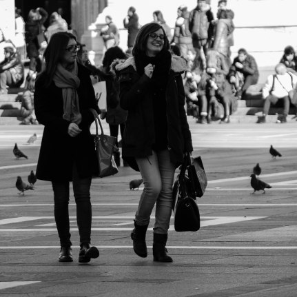 P1020760-2Getting around Duomo di Milano