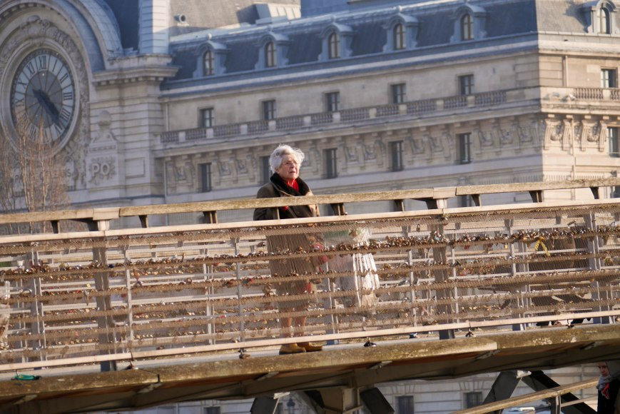 The lady starring at the Eiffel Tour