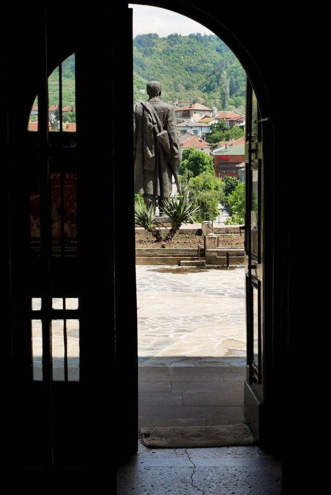 Bratsigovo, open door